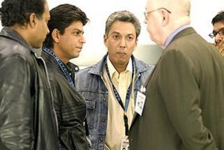 On The Sets Of The Film Swades Featuring Ashutosh Gowariker,Shahrukh Khan