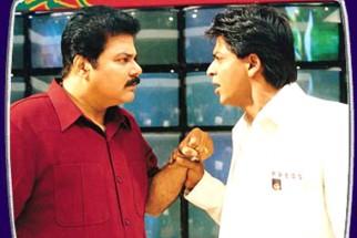 Movie Still From The Film Phir Bhi Dil Hai Hindustani Featuring Satish Shah,Shahrukh Khan