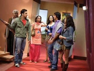 Movie Still From The Film Hello,Sharat Saxena,Sohail Khan,Amrita Arora,Eesha Koppikar,Sharman Joshi,Gul Panag