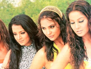 Movie Still From The Film No Entry Featuring Esha Deol,Celina Jaitly,Bipasha Basu