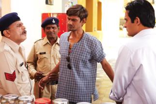 Movie Still From The Film Gali Gali Chor Hai,Annu kapoor,Vijay Raaz,Akshaye Khanna