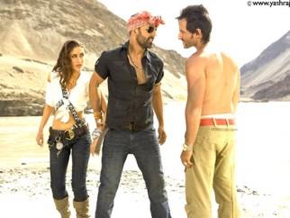 Movie Still From The Film Tashan,Kareena Kapoor,Akshay Kumar,Saif Ali Khan