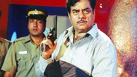 Movie Still From The Film Aan Featuring Shatrughan Sinha
