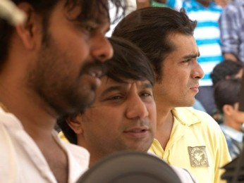 On The Sets Still From The Film Jab We Met Featuring Ahmed Khan,Imtiaz Ali