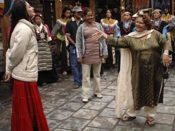 On The Sets Still From The Film Jab We Met Featuring Kareena Kapoor,Saroj Khan