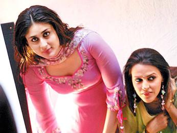 On The Sets Still From The Film Chup Chup Ke Featuring Kareena Kapoor,Neha Dhupia