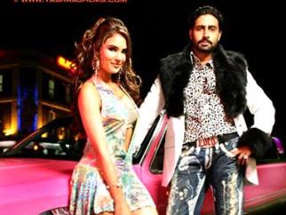 Movie Still From The Film Jhoom Barabar Jhoom,Lara Dutta,Abhishek Bachchan