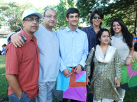 Photo Of  Anant Mahadevan,Vivek Vaswani,Raj Tandon,Gitanjali Sinha,Anya Anand From Starcast of 'Yeh Khula Aasmaan' flew kites