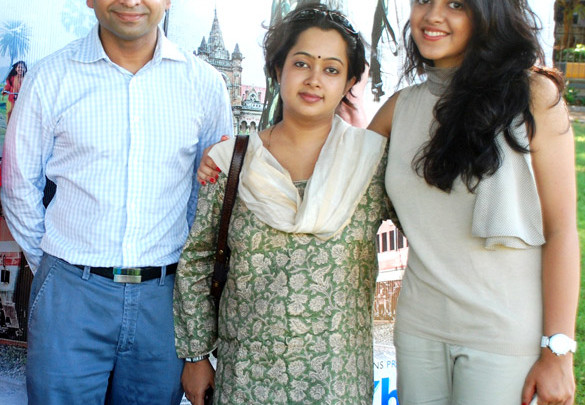Photo Of  Hemendra Aran,Gitanjali Sinha,Anya Anand From Starcast of 'Yeh Khula Aasmaan' flew kites