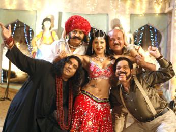 Movie Still From The Film Qayamat Hi Qayamat,Zakir Hussain,Ranjeet,Sambhavna Sheth,Aroon Bakshi,Govind Namdev