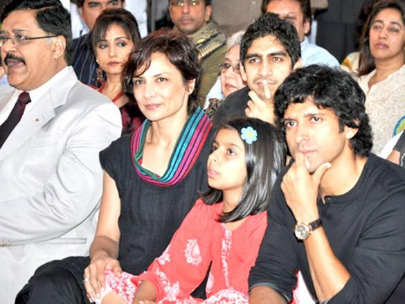 Photo Of Dr. Ashok Chopra,Divya Dutta,Javed Jaffrey,Shashi Ranjan,Anu Ranjan,Adhuna Akhtar,Ayan Mukerji,Farhan Akhtar,Reema Kagti,Zoya Akhtar From The Book launch of 'Kaifi & I'