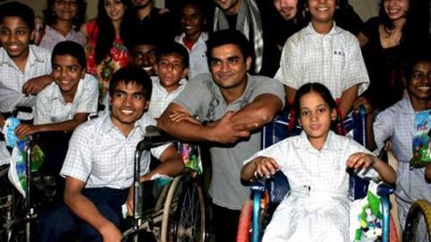 Photo Of Leena Yadav,Sharadha Kapoor,Dhruv Ganesh,Vaibhav Talwar,R Madhavan,Siddharth Kher,Ambika A Hinduja From The Madhavan and Teen Patti cast visit NGO Kids