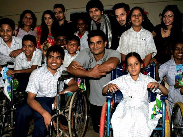 Photo Of Leena Yadav,Sharadha Kapoor,Dhruv Ganesh,Vaibhav Talwar,R Madhavan,Siddharth Kher,Ambika A Hinduja From The Madhavan and Teen Patti cast visit NGO Kids