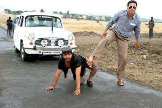 Movie Still From The Film Khatta Meetha,Rajpal Yadav,Akshay Kumar