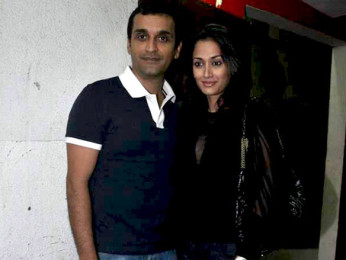 Photo Of Vicky Oberoi,Gayatri Joshi From The Premiere of Aisha