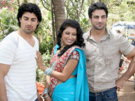 Photo Of Gagan Kang,Kalpna Mathur,Rajbir Singh From The Mahurat of film 'Who's There'