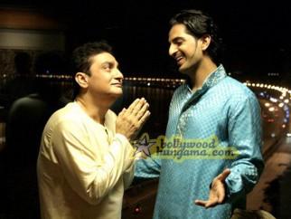 Movie Still From The Film Straight Featuring Vinay Pathak,Siddharth Makkar