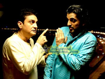 Movie Still From The Film Straight Featuring Vinay Pathak,Siddharth Makkar