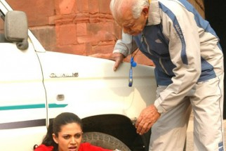 Movie Still From The Film 42 Kms Featuring Mira Bedi,Dara Singh