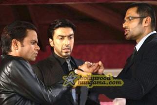 Movie Still From The Film Daddy Cool Featuring Rajpal Yadav,Ashish Chowdhry,Sunil Shetty