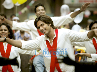 Movie Still From The Film Kaminey Featuring Shahid Kapoor