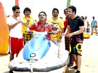 Movie Still From The Film Golmaal 3,Kunal Khemu,Sanjay Mishra,Johny Lever,Arshad Warsi,Vrajesh Hirjee,Tusshar Kapoor