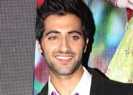 Akshay Oberoi invites cousin Vivek to see his film