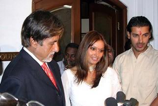 Photo Of Amitabh Bachchan,Bipasha Basu,John Abraham From The Premiere Of 'Aetbaar'
