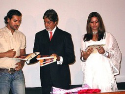 Photo Of John Abraham,Amitabh Bachchan,Bipasha Basu From The Premiere Of 'Aetbaar'