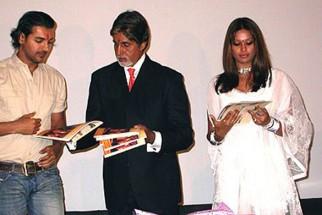 Photo Of John Abraham,Amitabh Bachchan,Bipasha Basu From The Premiere Of 'Aetbaar'