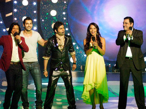 Photo Of Shaan,John Abraham,Harshit,Bipasha Basu,Boman Irani From The John-Bipasha On Star Voice Of India