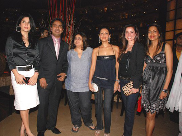 Photo Of Mushtaq Sheikh,Gauri Khan,Neelam From The Book Launch Of 'The Making Of Om Shanti Om' By Mushtaq Sheikh