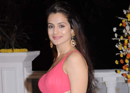Ameesha Patel signs Priyadarshan to direct film for her banner