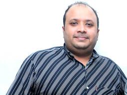 Photo Of Tarun R. Agarwal From The Starcast of 'Sadda Adda' at Thakur College