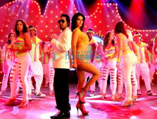 Mika Singh, Sunny Leone