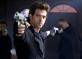 Hrithik Roshan gives a #BangBangDare to Bollywood celebrities