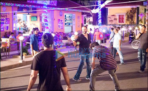 Check out: Shah Rukh Khan and Rohit Shetty indulge in sports on the sets of Dilwale