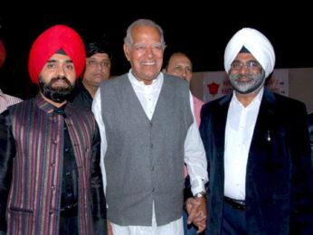 Photo Of Dara Singh Randhawa From The Mahie Gill and Jeetendra at Charansingh Sapra's 'Lohri Di Raat' event