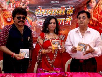 Photo Of Shravan Kumar,Rashmi Chouksey,Jagjit Singh From The Launch of singer Rashmi Chouksey's music album 'Sherawali Ke Nagariya Mein'