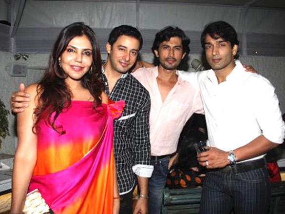 Photo Of Nisha Jamwal,Zulfi Syed,Jatin Garewal From The Rati Agnihotri host bash for son Tanuj