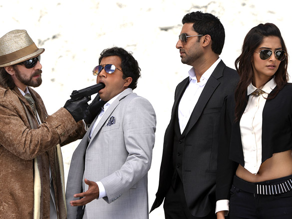 Movie Still From The Film Players,Omi Vaidya,Abhishek Bachchan,Sonam Kapoor