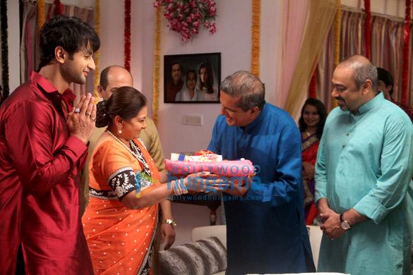 Nishant, Smita Jaykar, Darshan Jariwala, Sachin Khedekar