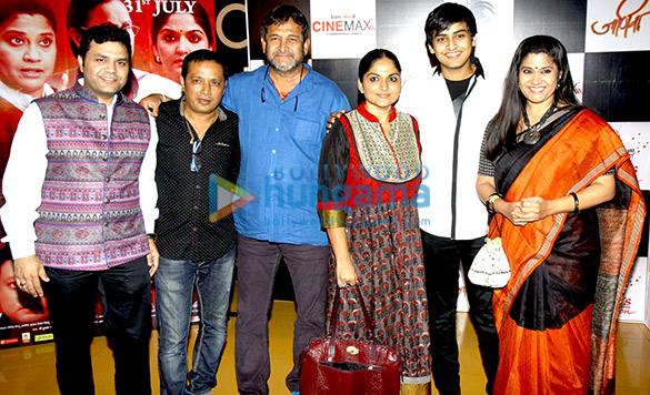 Milind Vishnu, Rajesh Rajshinghe, Mahesh Manjrekar, Indira Krishnan, Satya Manjrekar, Renuka Shahane