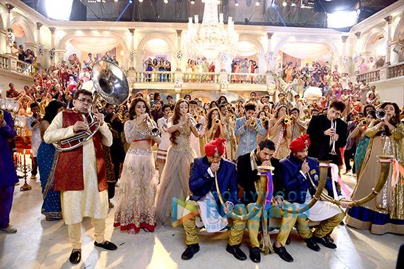 Paresh Rawal, Surveen Chawla, Sara Loren, Nana Patekar, John Abraham, Anil Kapoor, Shiney Ahuja, Dimple Kapadia