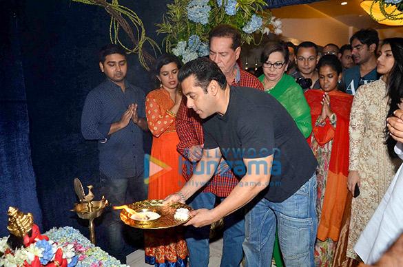 Salim Khan, Salman Khan, Helen, Arpita Khan