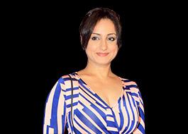 Divya Dutta to write a book on her mom titled Me and Ma