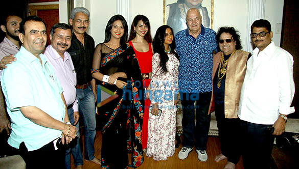 Yogesh Lakhani, Hirachand Dand, Atul Kulkarni, Tejashri Pradhan, Ritu Sachdeva, Prem Chopra, Bappi Lahiri, Bal Kishan Shrivastava