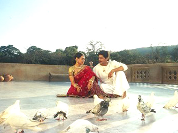 Movie Still From The Film Paheli,Rani Mukerji,Shahrukh Khan