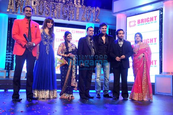 Siddharth Kannan, Diana Hayden, Yogesh Lakhani, Vivek Oberoi