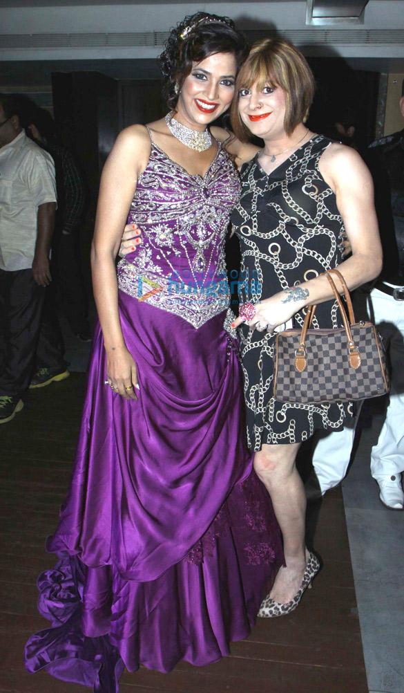 Tanisha Singh, Bobby Darling
